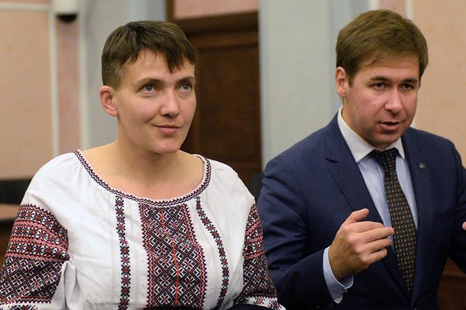 Депутат Верховной рады Надежда Савченко и адвокат Илья Новиков на заседании Верховного суда РФ