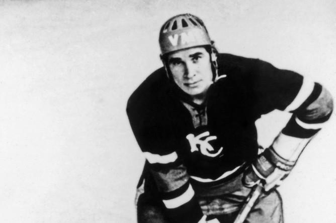 Кандидат в сборную команду СССР по хоккею с шайбой Юрий Шаталов, 1974 год