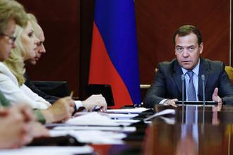 Председатель правительства России Дмитрий Медведев во время совещания о мерах по развитию экономики и социальной сферы, 26 июня 2018 года