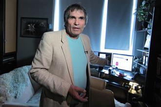Продюсер Бари Алибасов в своей квартире, 2011 год