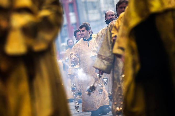 Крестный ход в честь 700-летия Высоко-Петровского монастыря в Москве