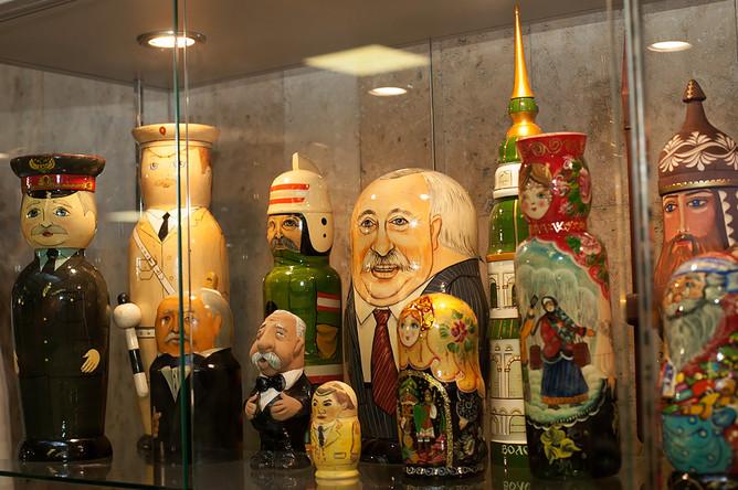 Экспонаты музея капитал-шоу «Поле чудес» в «Останкино»