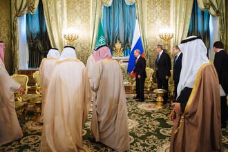 Король Саудовской Аравии Сальман Бен Абдель Азиз Аль Сауд и президент России Владимир Путин во время встречи в Кремле, 5 октября 2017 года