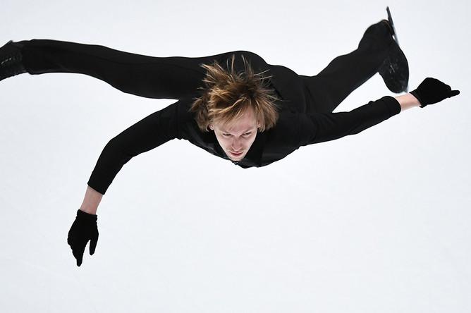Сергей Воронов выступает в произвольной программе мужского одиночного катания на чемпионате России по фигурному катанию в Санкт-Петербурге, 22 декабря 2017 года