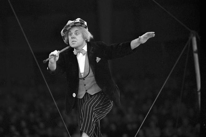 Олег Попов выступает с номером, 1977 год