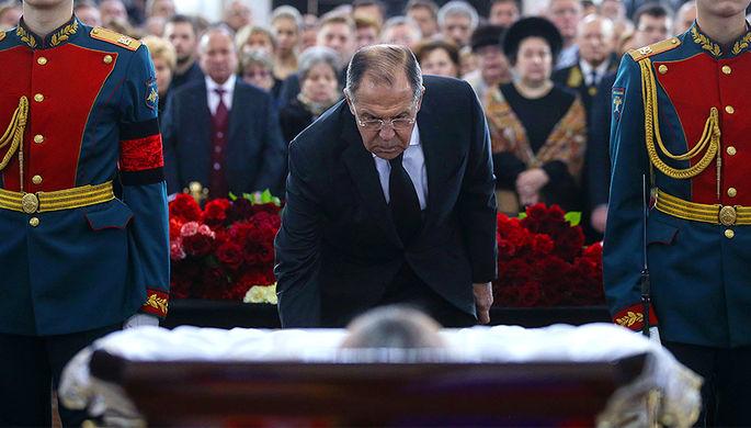 Министр иностранных дел России Сергей Лавров на церемонии прощания с послом Андреем Карловым, 22 декабря 2016 года