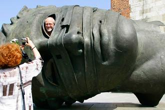 Скульптура Игоря Миторая в центре Кракова, 2007 год