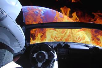 Tesla Roadster Илона Маска входит в плотные слои атмосферы Земли (коллаж)