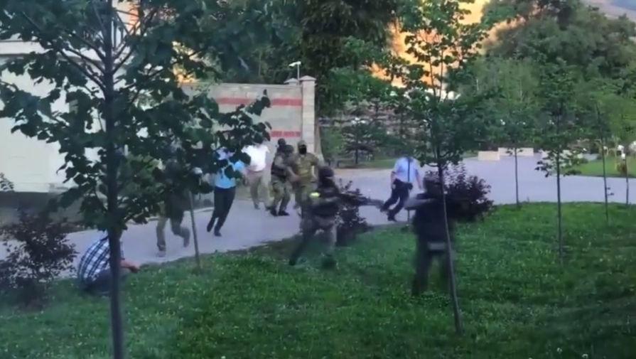 Замглавы МВД Киргизии начал переговоры со сторонниками Атамбаева