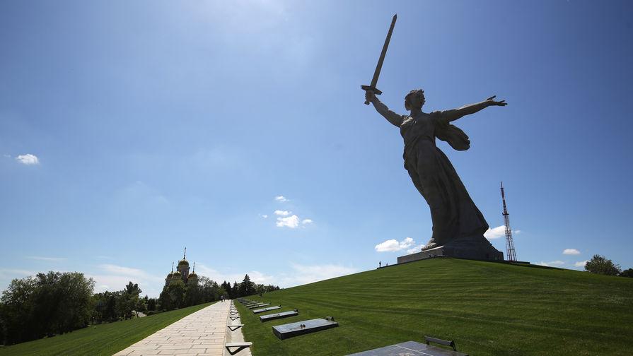 Монумент «Родина-мать зовет!» на Мамаевом кургане в Волгограде после реставрации, 4 июня 2020 года