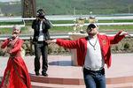 Рамзан Кадыров и певица Амина Ахмадова наипподроме вГудермесе во время открытия конноспортивного праздника, 2010год
