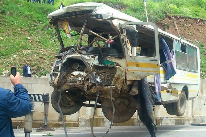 Шесть российских офицеров погибли, еще 16 получили ранения после падения пассажирского автобуса в пропасть в Южной Осетии