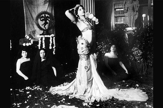13 марта 1905 года. Первое публичное выступление Маты Хари, запечатленное на камеру