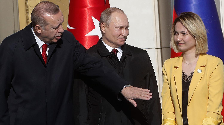 Эрдоган «увел» девушку у Путина ради хорошего фото