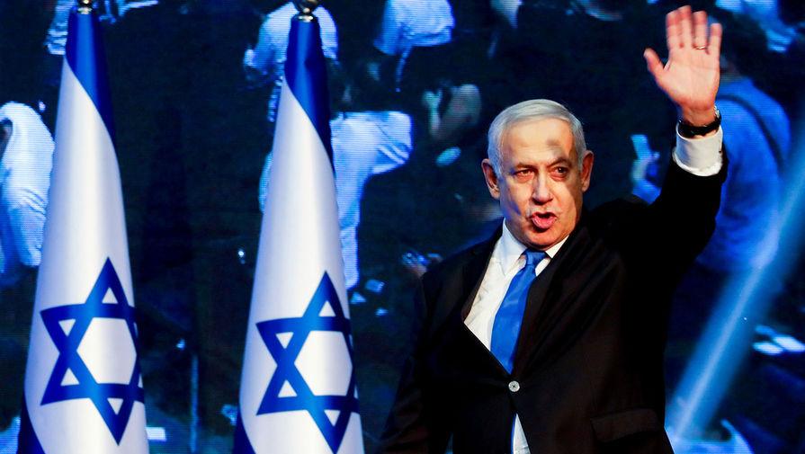 Кинувшую в Нетаньяху яблоко учительницу отстранили от работы