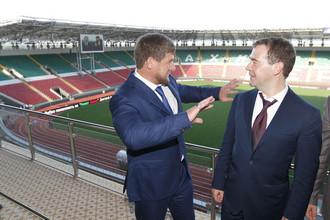 Президент Чечни Рамзан Кадыров и председатель правительства России Дмитрий Медведев осматривают футбольный стадион «Ахмат-Арена»