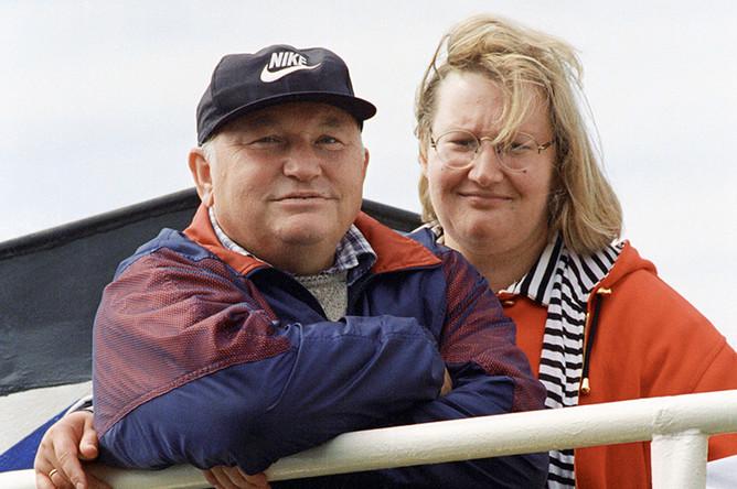 1998 год. Мэр Москвы Юрий Лужков с супругой Еленой Батуриной направляются на остров Валаам