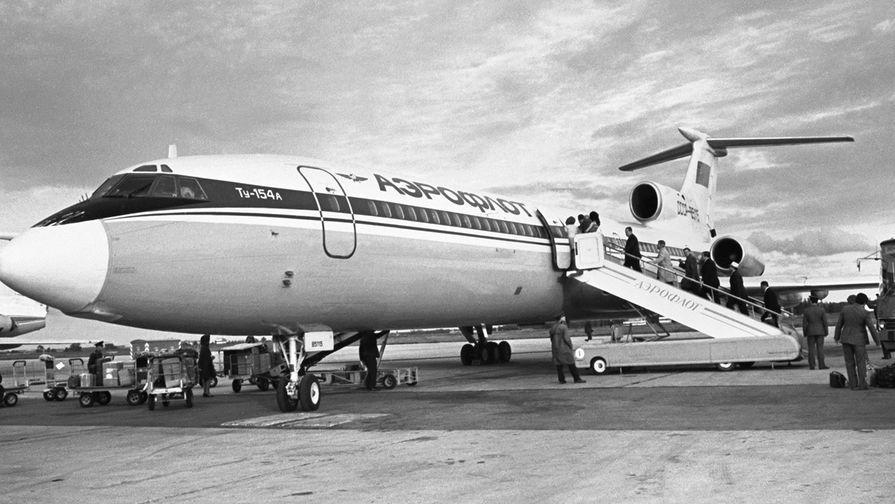 1 июля 1976 года. Самолет Ту-154 перед отлетом