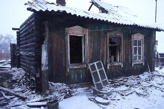 Последствия пожара в жилом доме в Юрге, где из-за пожара погибли восемь человек, 6 ноября 2018 года