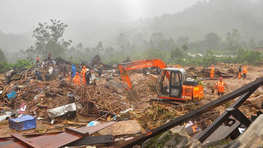 Поисково-спасательная операция на месте схода оползня в Идукки в индийском штате Керала, 7 августа 2020 года