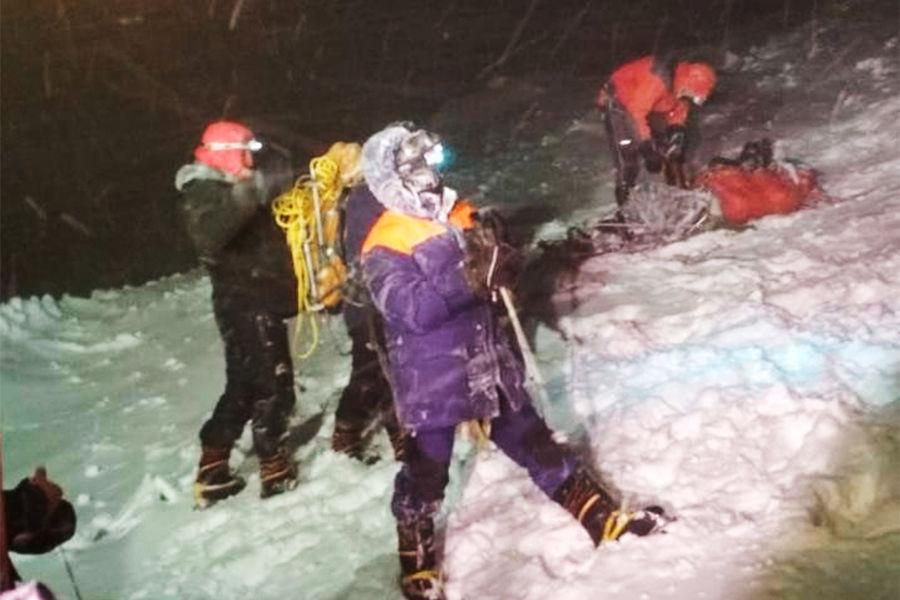 Поисково-спасательные работы нагоре Эльбрус, где погибли несколько человек изгруппы альпинистов привосхождении всложных метеорологических условиях, 24сентября 2021года