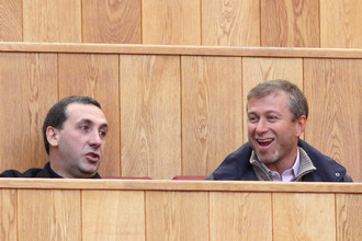Роман Абрамович и Евгений Гинер на футболе