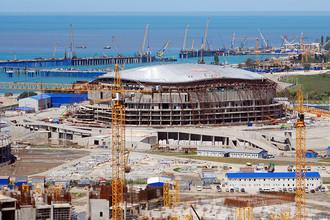 Вид на строительство Большой ледовой арены и порт «Имеретинский» в Сочи