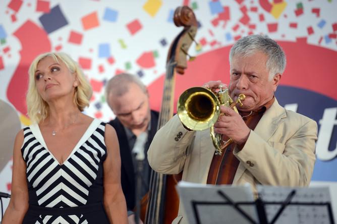 Певица Ирина Родилес и музыкант Виктор Арзу Гусейнов выступают на фестивале Koktebel Jazz Party в Москве