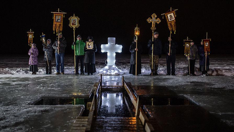 Крещенские купания в Богородицком Житенном женском монастыре в Осташкове, 19 января 2017 года