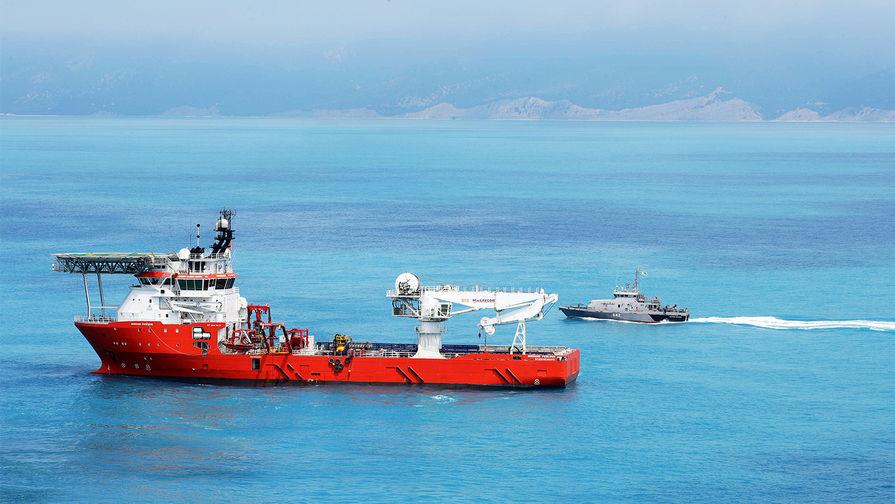 Судно снабжения Normand Poseidon, обеспечивающее работу судна-трубоукладчика Pioneering Spirit в Черном море в районе Анапы