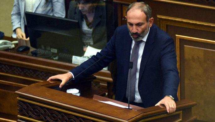 Лидер армянской оппозиции, глава фракции «Елк» Никол Пашинян во время спецзаседания...