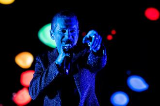 Вокалист группы Depeche Mode Дэвид Гэан на концерте в Стокгольме в рамках мирового турне Global Spirit Tour, 5 мая 2017 года