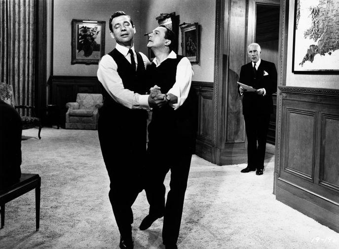 Ив Монтани Джин Келли в фильме «Займемся любовью» (1960)