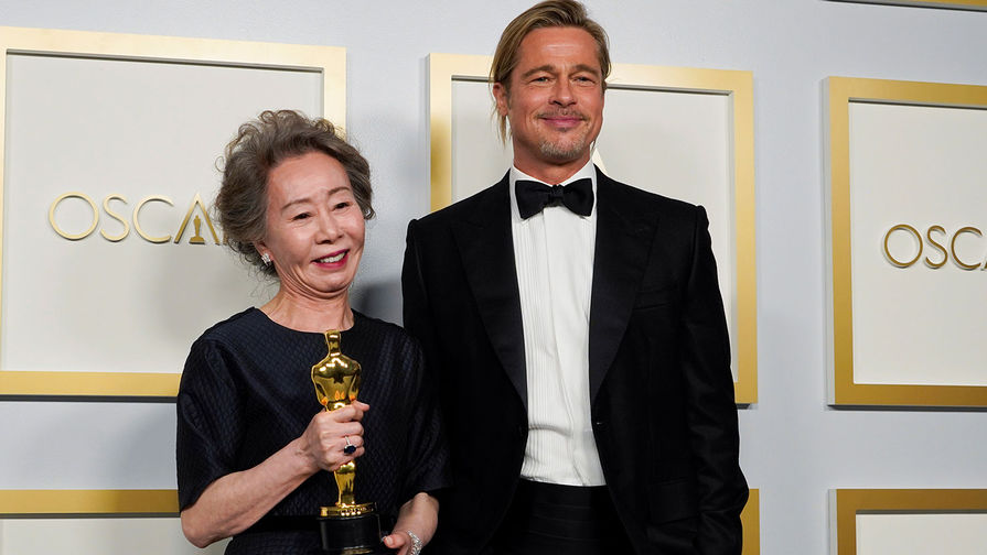 Актриса <b>Юн Ё Чжон</b> победила в номинации <b>&laquo;Лучшая актриса второго плана&raquo;</b> (за роль в фильме &laquo;Минари&raquo;). Она получила статуэтку из рук актера Брэда Питта