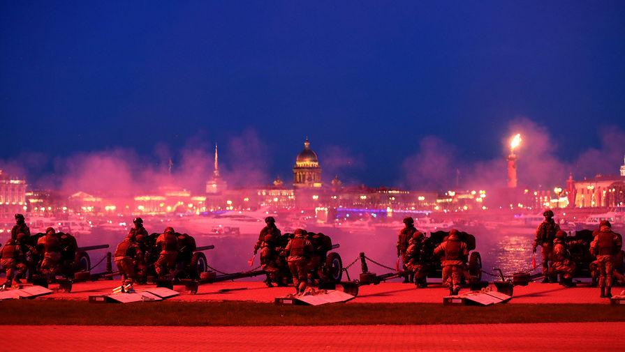 Праздничный салют в честь 76-й годовщины Победы в Великой Отечественной войне в Санкт-Петербурге, 9 мая 2021 года