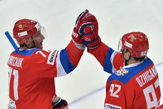 Илья Ковальчук (слева) и Игорь Ожиганов радуются после финальной сирены