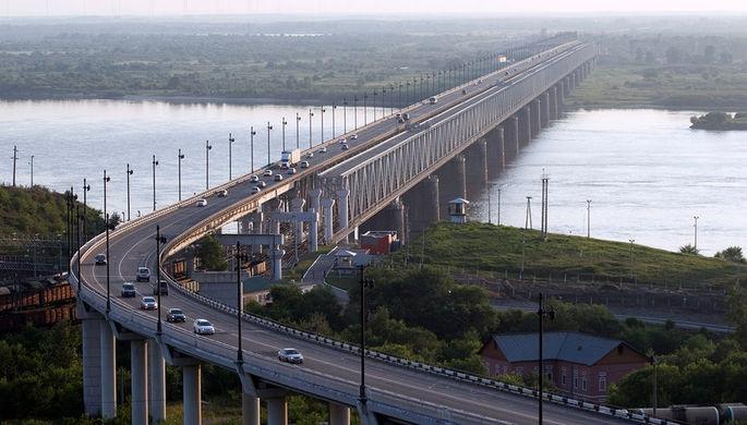Мост через реку Амур в Хабаровске на трассе Чита-Хабаровск, 2012 год