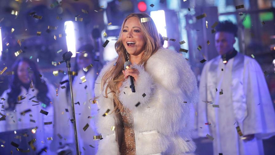 Выступление певицы Мэрайи Кэри во время новогоднего шоу на Таймс-Сквер в Нью-Йорке, 2017 год