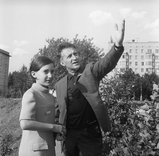 Итальянский писатель Джанни Родари с дочерью Паолой- гости V Московского Международного кинофестиваля, 1967 года