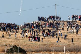 Столкновения палестинцев с израильскими военными на границе Израиля и Палестины после решения президента США Дональда Трампа признать Иерусалим столицей Израиля, 8 декабря 2017 года