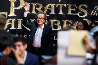 Актер Джеффри Раш на мировой премьере фильма «Пираты Карибского моря: Мертвецы не рассказывают сказки» в Шанхае