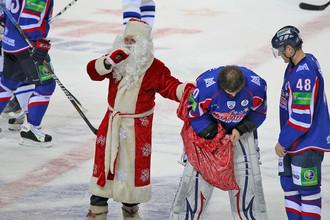 На хоккее в Магнитогорске царило новогоднее настроение