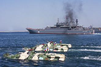 Российские корабли готовяться отработать действия десанта у побережья Сирии