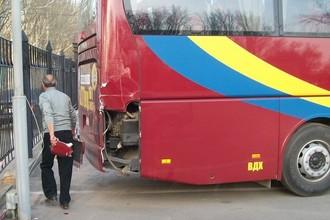 Автобус с футболистами «Спартака» врезался в столб