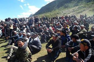 Полторы тысячи человек в Киргизии митингуют против работы золотодобывающего рудника