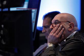 Рынок акций в России упал более, чем на 2,5%.