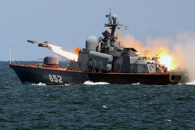 Запуск противокорабельной крылатой ракеты «Термит» с борта ракетного катера «Р-129» во время тактических учений кораблей Балтийского флота с выполнением ракетных стрельб