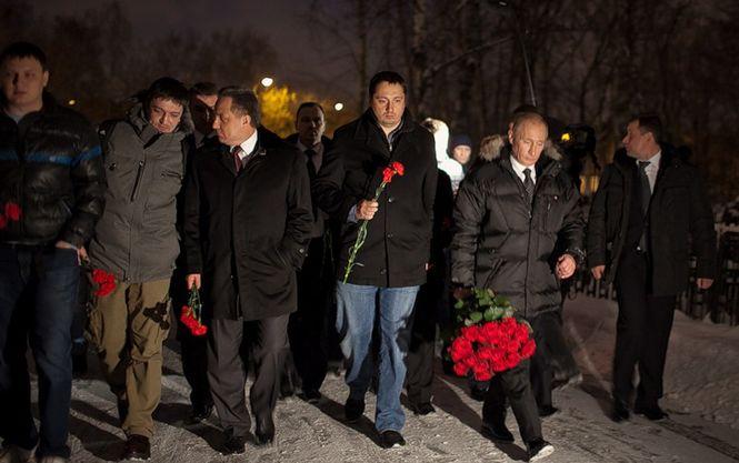 Путин и Шпрыгин (по праву руку от президента)