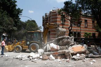 Частично разрушенное здание в Мехико после землетрясения в центральной части Мексики, 19 сентября 2017 года