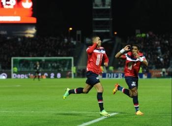 Димитри Пайе празднует свой гол в начале матча